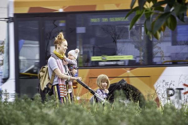 Bus-Regional-People-Ballarat-Family-2017-0377_1000x667px
